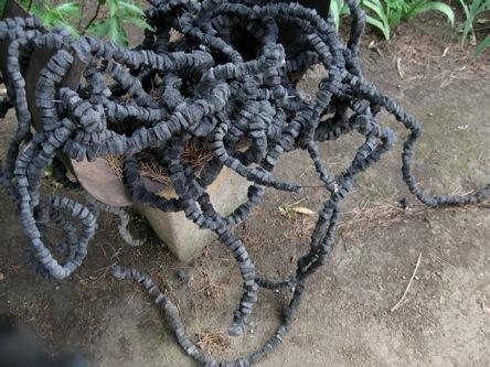uvres mati re plastique de max sauze dans son jardin d 39 artiste pr s d 39 aix en provence. Black Bedroom Furniture Sets. Home Design Ideas